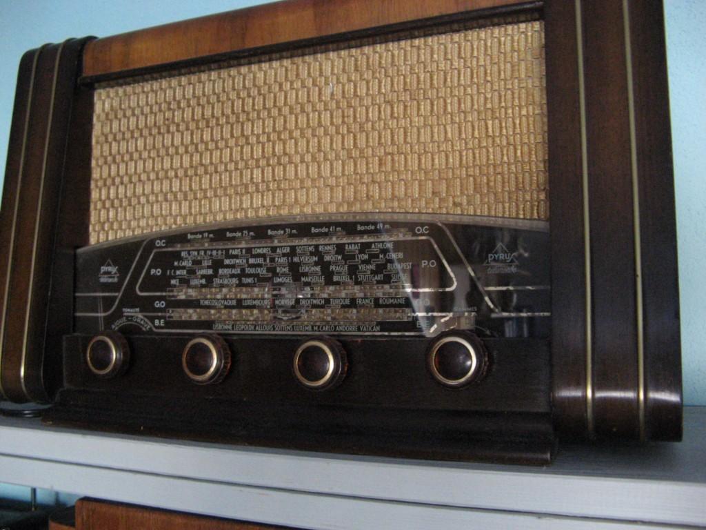 d tails annonce postes de radio ancien. Black Bedroom Furniture Sets. Home Design Ideas