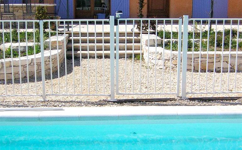 Cat gorie barri re de piscine du guide et comparateur d 39 achat for Barriere piscine aqualux
