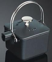 staub c fonte 1650123 th i re bouilloire carr e. Black Bedroom Furniture Sets. Home Design Ideas