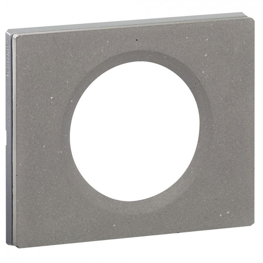 legrand c plaque cliane finition bton cir pour 1 catgorie prise lectrique. Black Bedroom Furniture Sets. Home Design Ideas