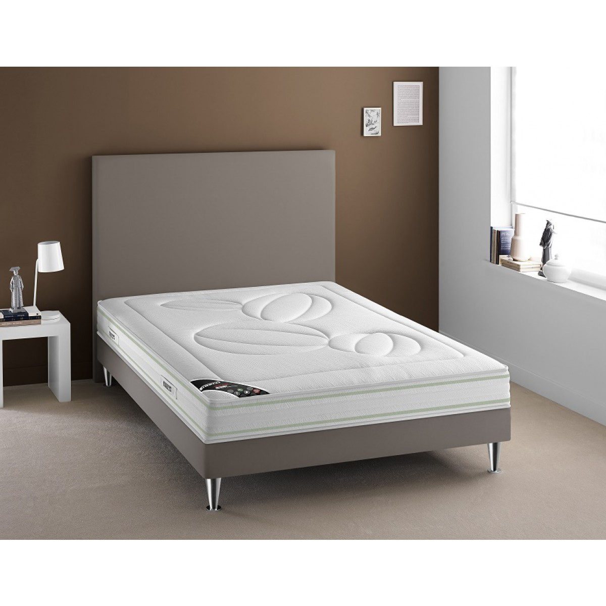 pirelli matelas latex maison design. Black Bedroom Furniture Sets. Home Design Ideas