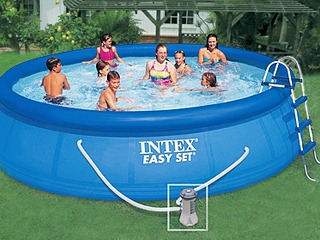 photo piscine autoportée ronde intex