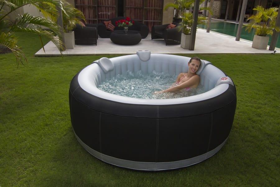 ospazia spa portable 4 places noir et blanc. Black Bedroom Furniture Sets. Home Design Ideas