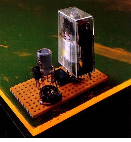 schemas et montages electroniques temporisateur pour plafonnier de voiture. Black Bedroom Furniture Sets. Home Design Ideas