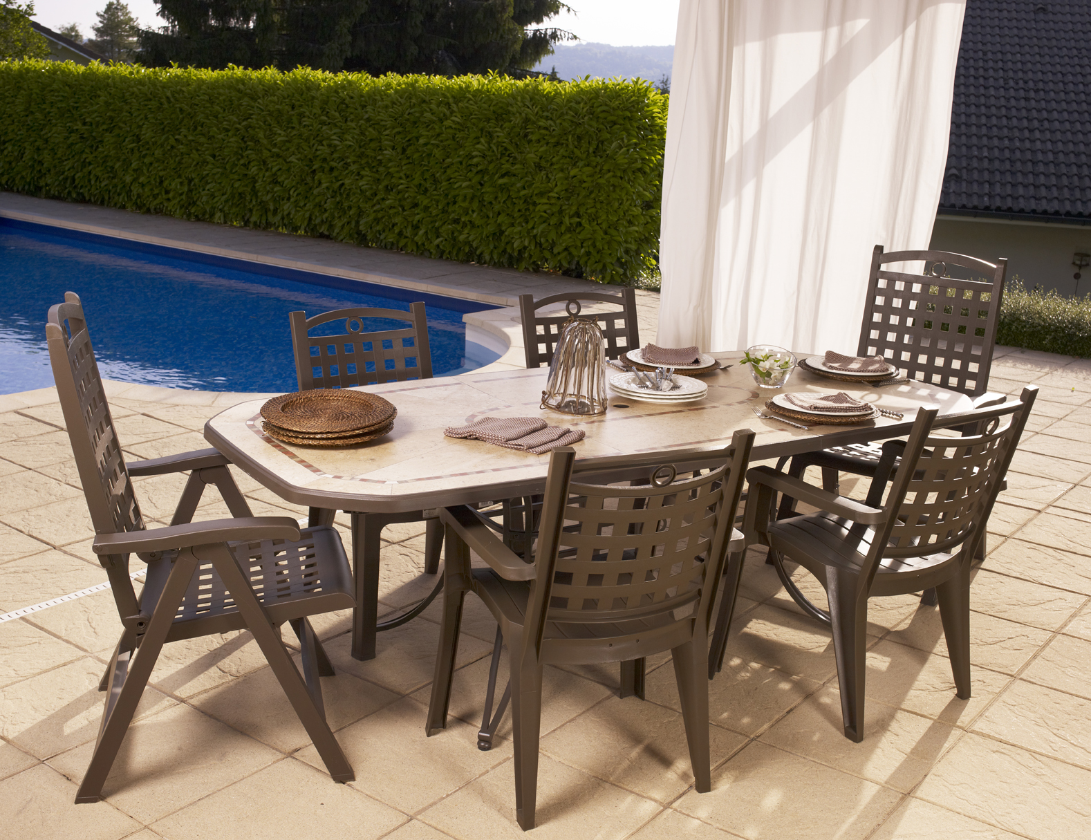 Grosfillex salon complet table amalfi bronze 4 fauteuils bo for Salon de jardin grofilex